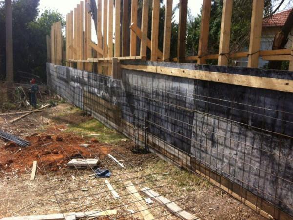 בנית חומת בטון מושב סתריה
