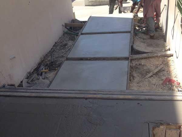 יציקת בטון מוחלק וצבוע שביל כניסה וילה מזכרת בתיה 2