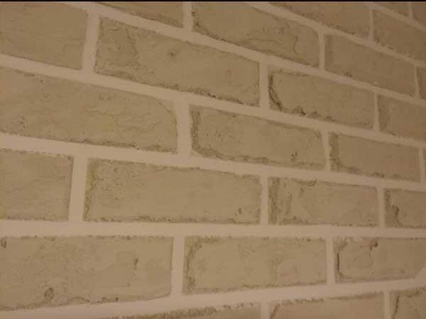 יצירת דמוי בריקים על קיר