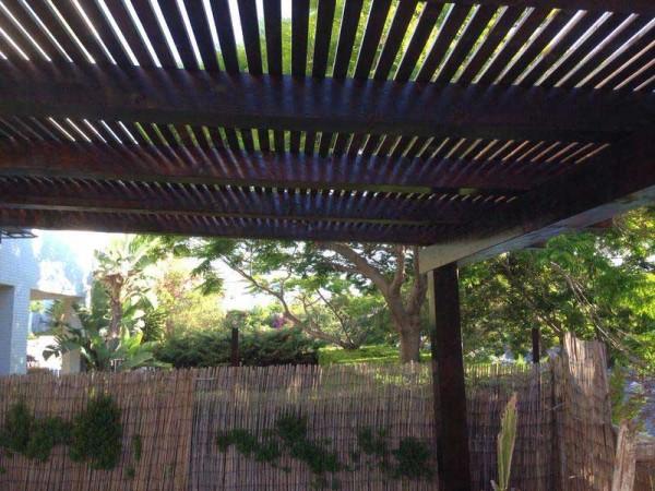 פרגולה עץ גושני והצללה וילה באשדוד 4