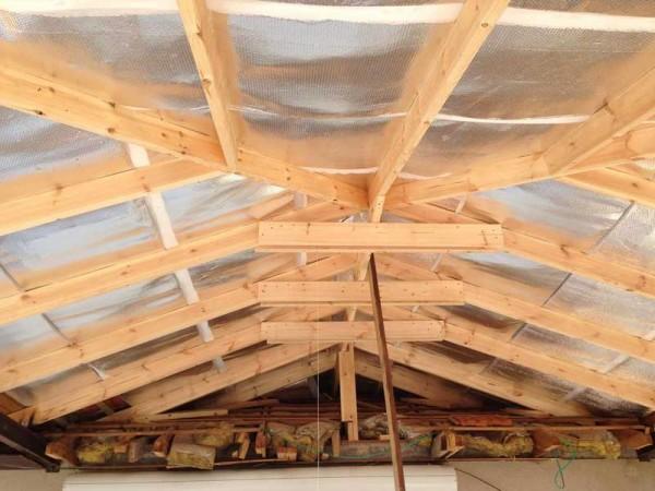 פרגולת פלדה וחיפוי גג עץ עם רעפים 4
