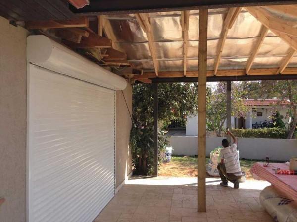 פרגולת פלדה וחיפוי גג עץ עם רעפים 5